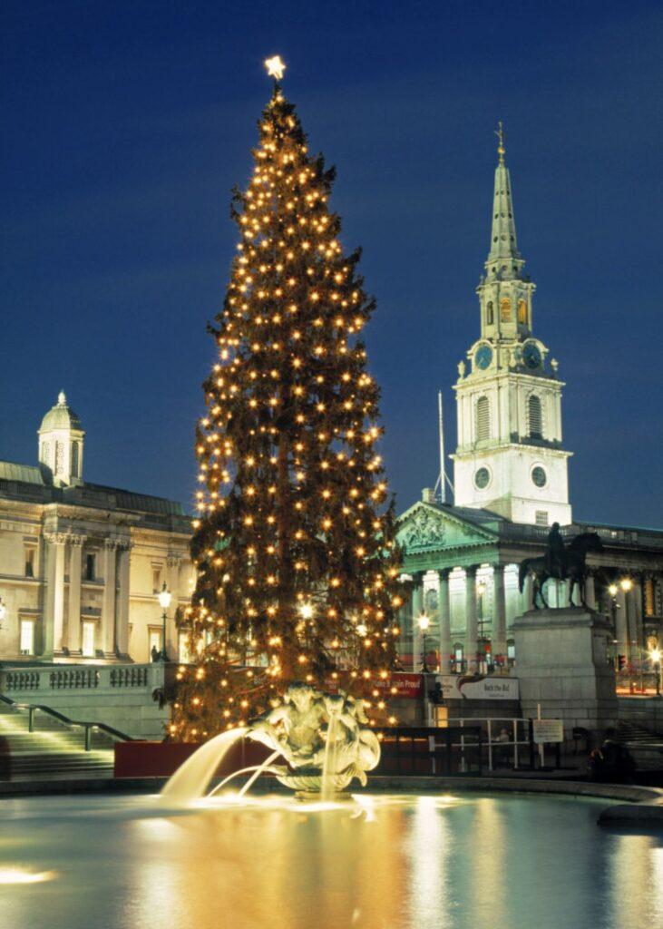 Imagen del árbol de Navidad en Trafalgar Square regalado por Noruega.