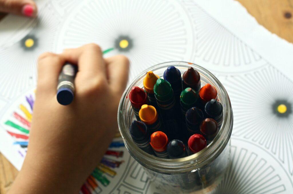 coloreando con crayolas