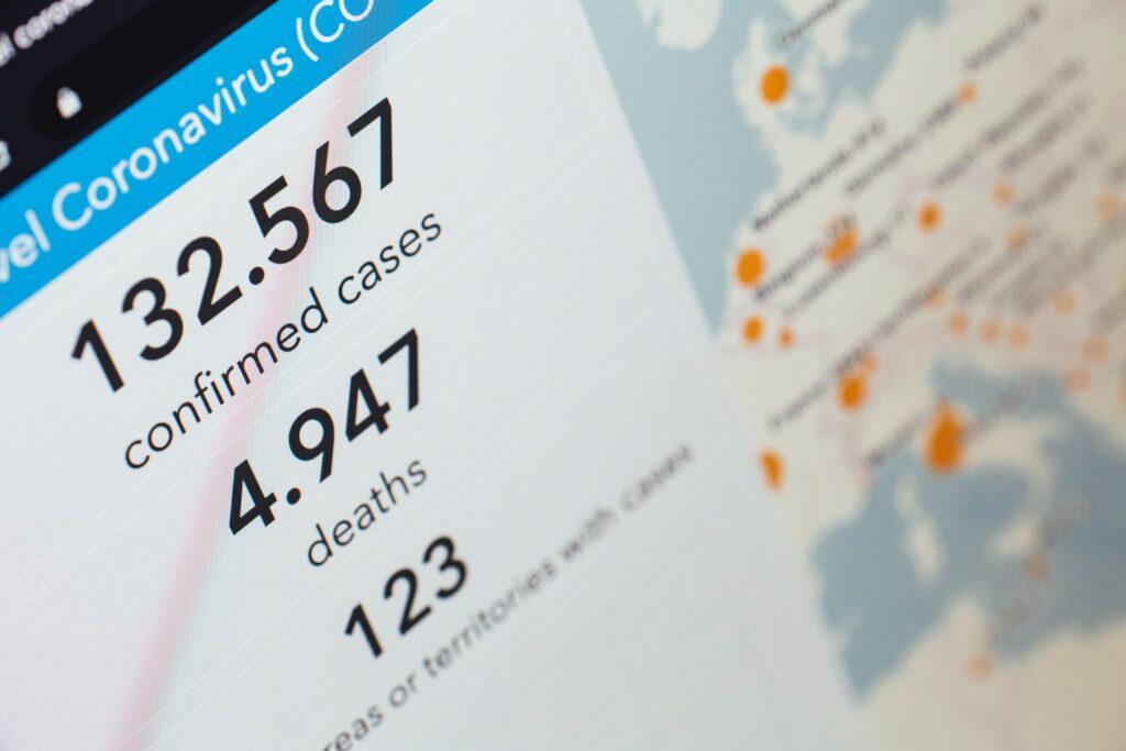 imagen de ejemplo de casos y muertes confirmadas por coronavirus